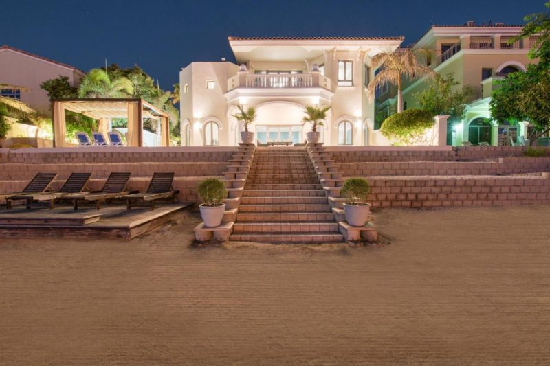 Holiday villas with pool in Dubai